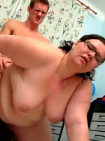 Chubby round booty housewife taking a showr before nude posing.