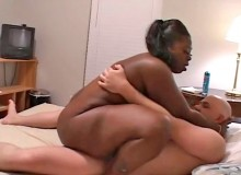 She lured him home with promises of sex and now the plumper gives him her wet pussy
